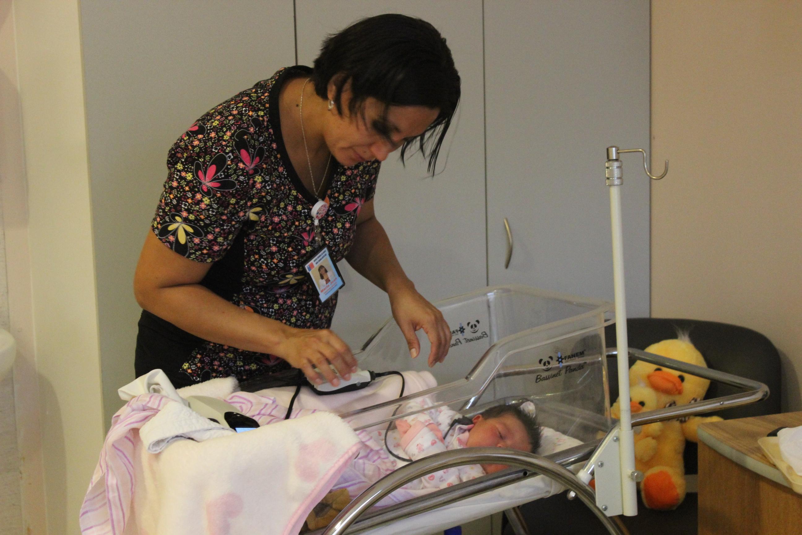 Hospital Provincial del Huasco implementa examen que detecta sordera en bebés recién nacidos