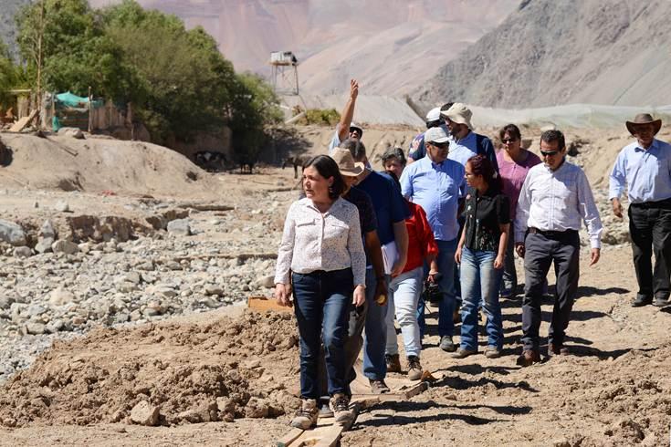 Ministra Saball visita familias afectadas en Alto del Carmen y monitorea catastro de viviendas