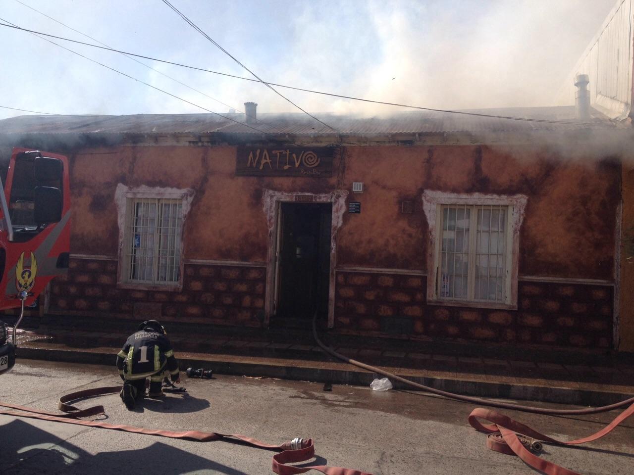Incendio consume 50% de pub restaurant Nativo en Vallenar