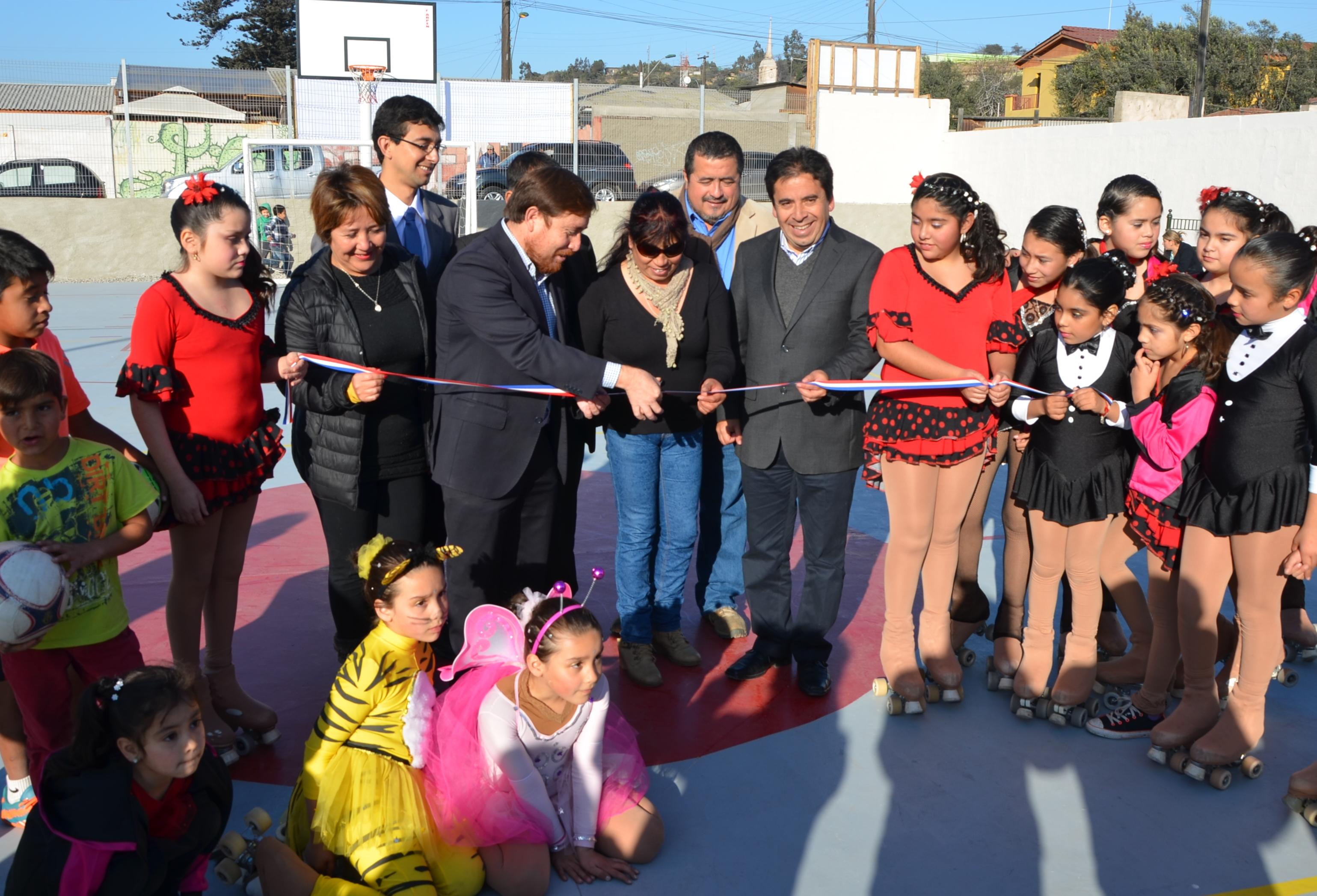 Gobierno y Municipio entregaron 2 proyectos para incentivar la actividad social y deportiva en Freirina