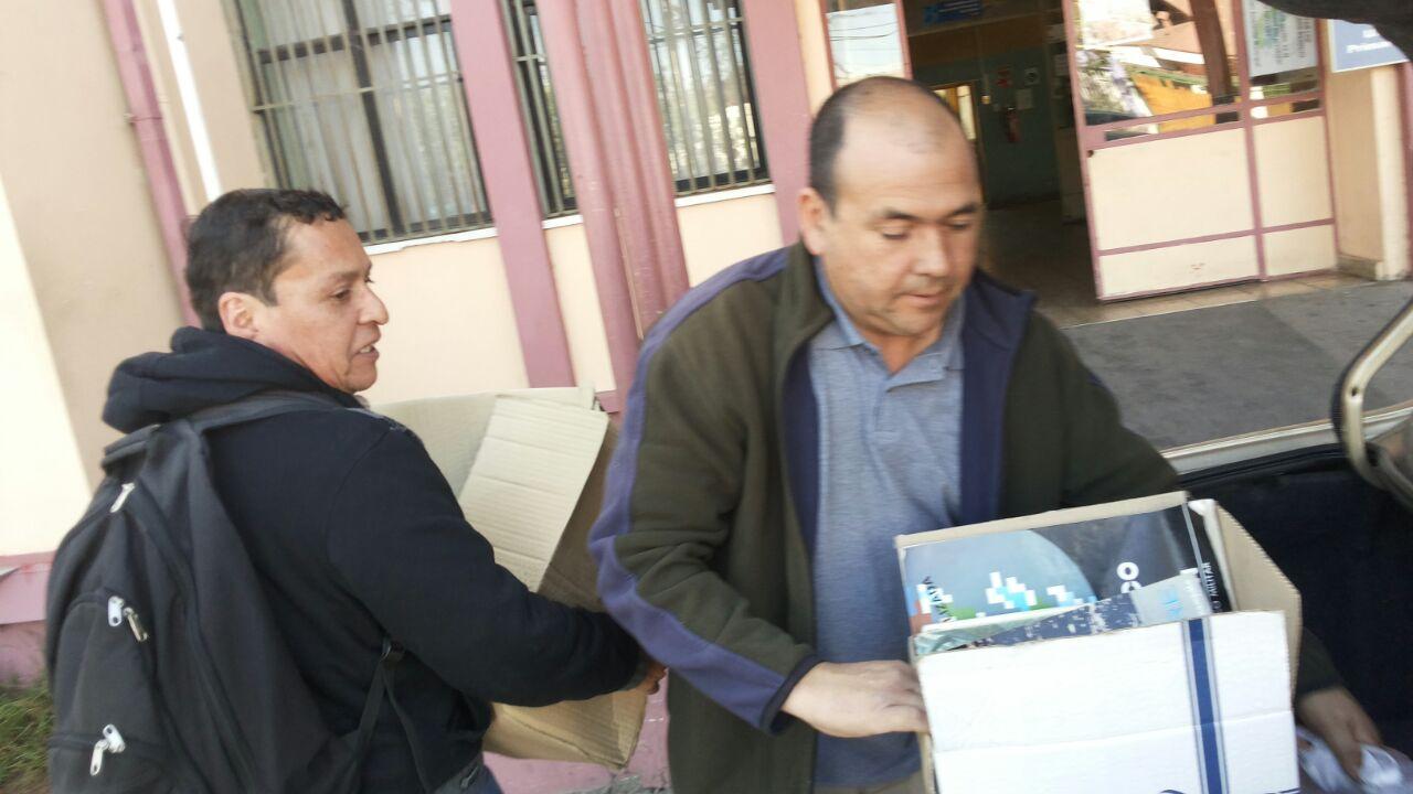 Comunicadores entregan más de dos mil libros para biblioteca de Los Tambos dañada por aluvión