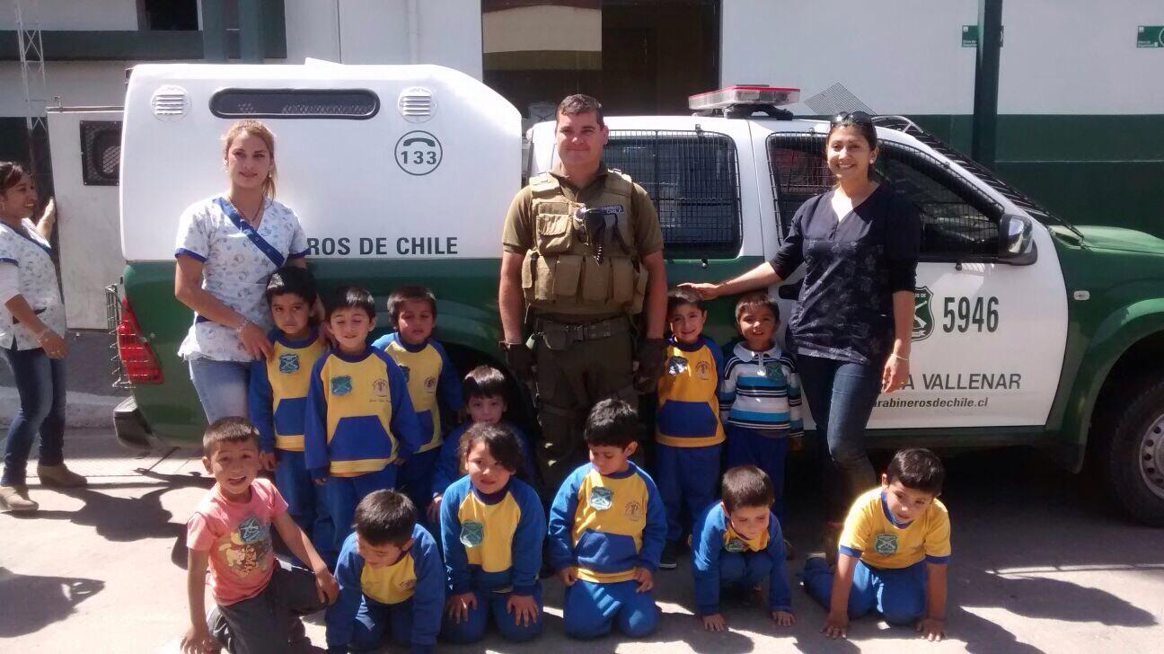Pequeños de escuela de lenguaje visitan comisaría de Vallenar