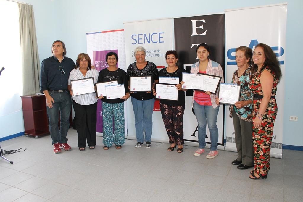 Mujeres aprenden a confeccionar productos de belleza con base de algas en Carrizal Bajo