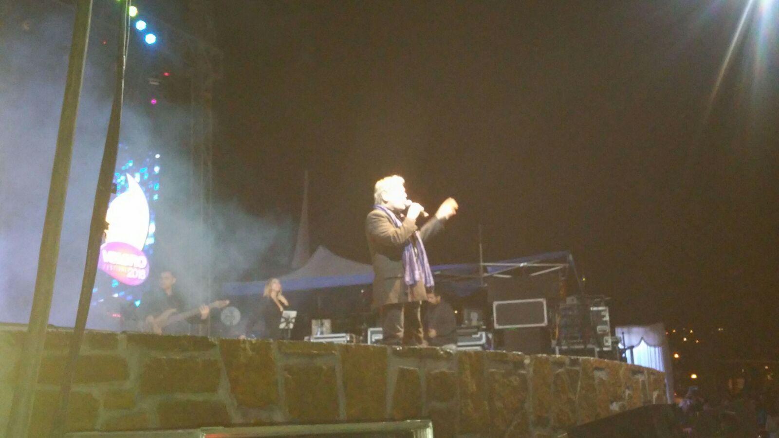 La incómoda situación de Franco Simone sobre el escenario del festival del Velero (video)