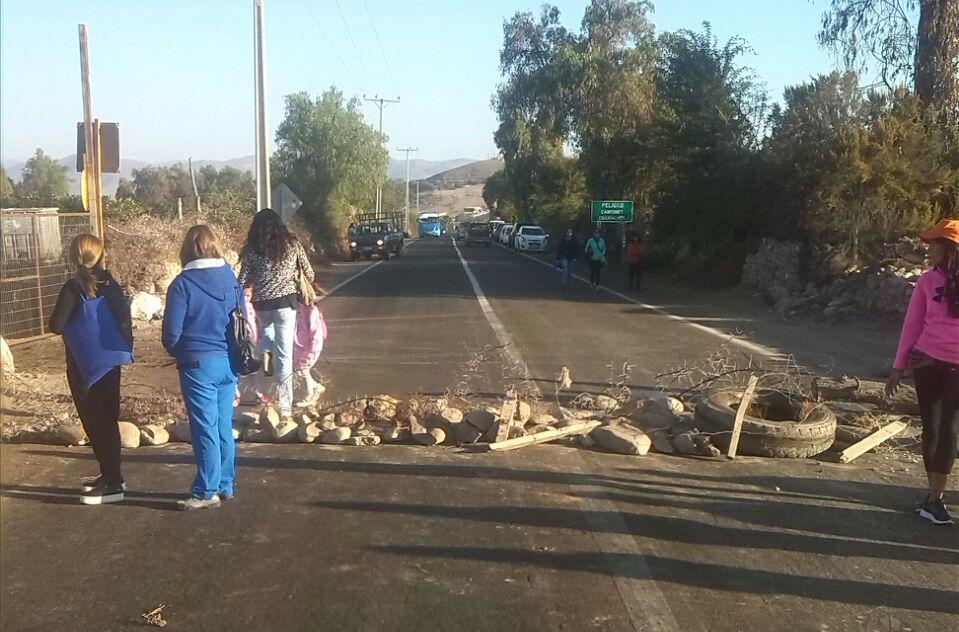 Funcionarios públicos cortan rutas de la provincia del Huasco por Bono Atacama