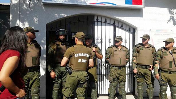 """Nuevamente """"encierran"""" a gobernadora en oficinas de gobierno en Vallenar"""