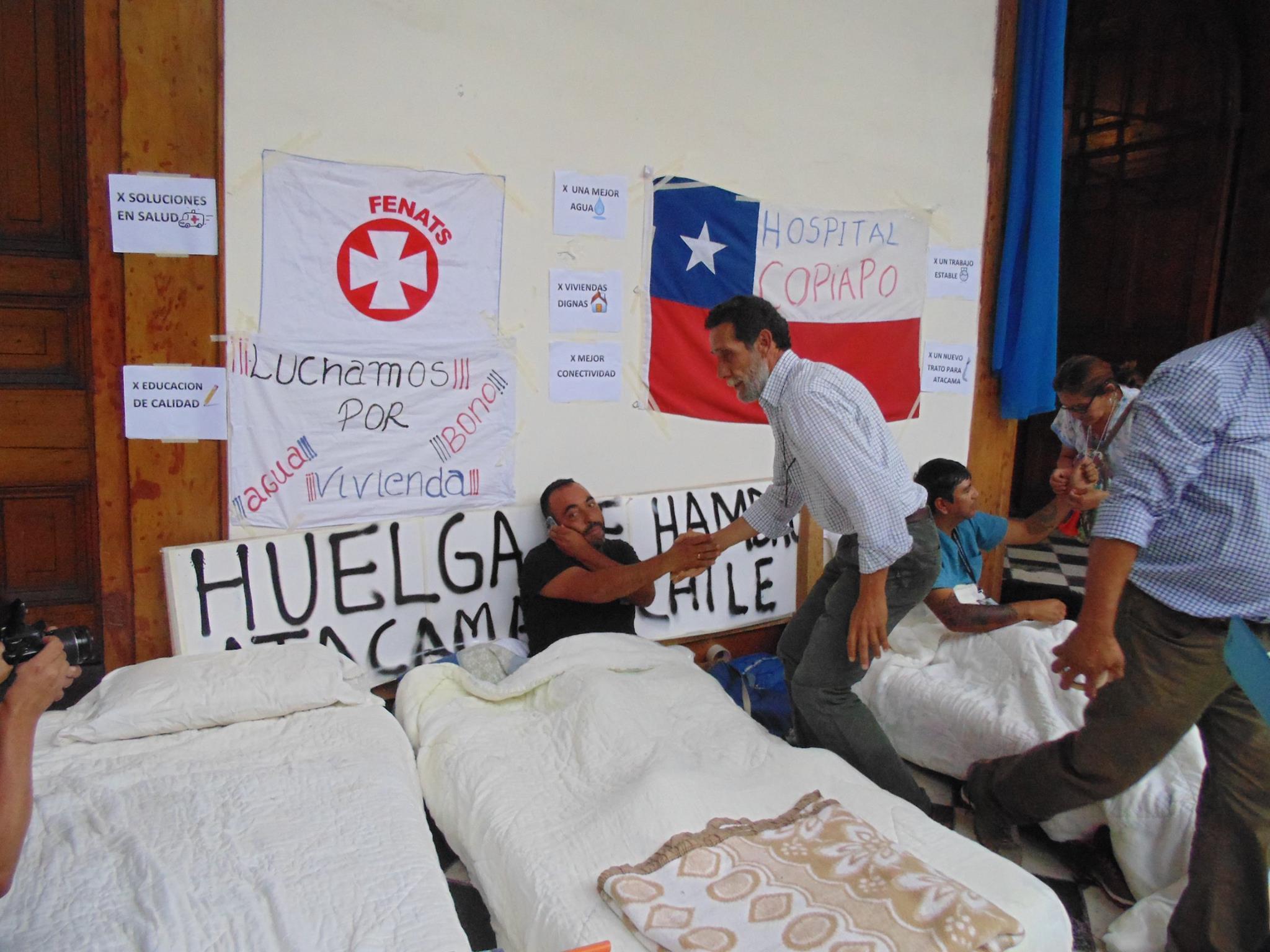 Funcionarios públicos inician huelga de hambre y seremi de Salud solicita deponer medida (Ver carta)