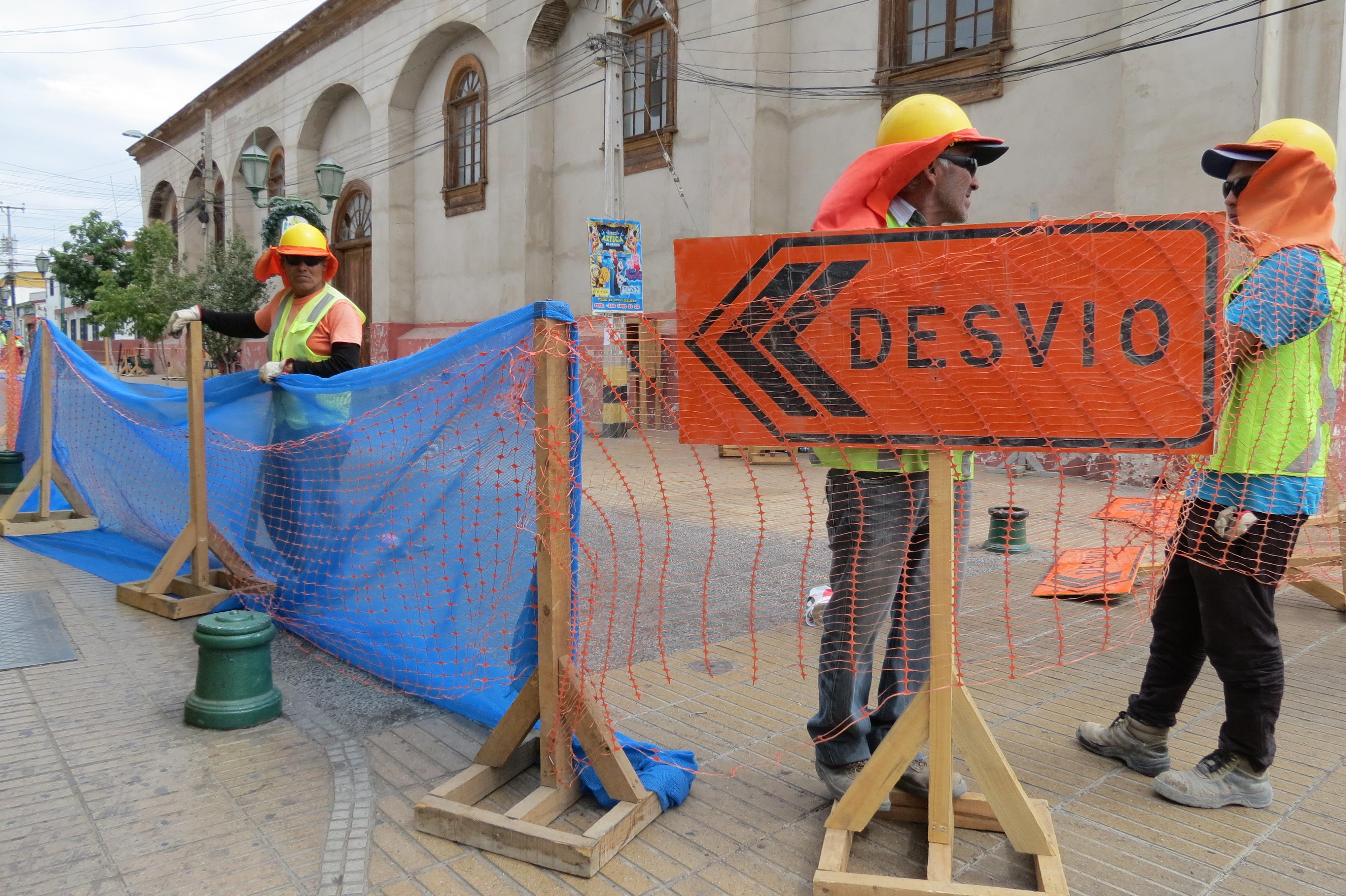 Continúan cortes de tránsito por arreglo de veredas en mal estado en Vallenar
