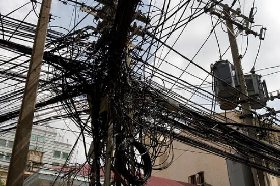 Acuerdan acciones para el retiro de cables que no se utilizan en la vía pública