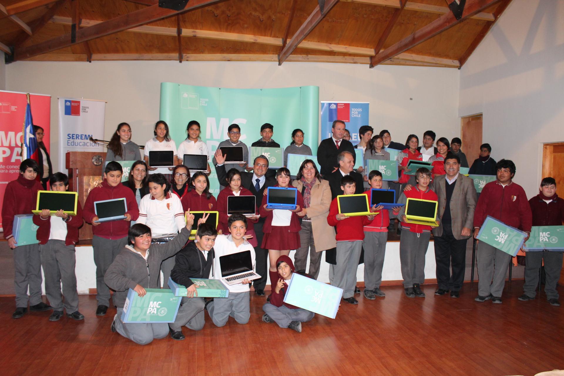"""Más de 120 estudiantes de Alto Carmen y Freirina recibieron sus computadores del Programa """"Me Conecto para Aprender"""""""