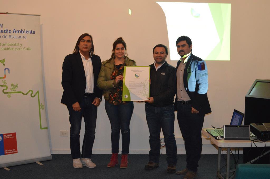 Seremi del Medio Ambiente entrega certificación ambiental a Municipio de Huasco