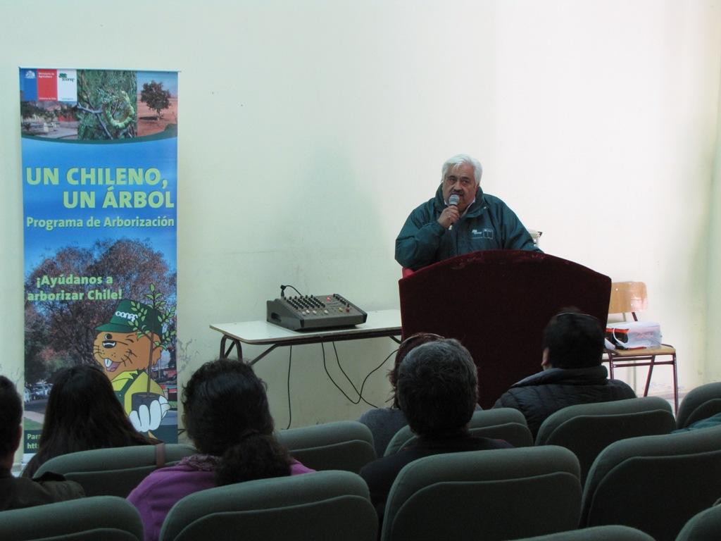 Conaf Atacama realizó charla de arborización por un Vallenar más sustentable