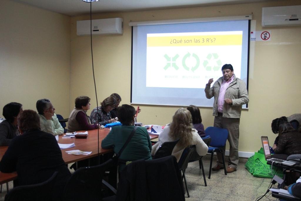 Realizan charla ambiental a la Unión Comunal de Adultos Mayores de Vallenar