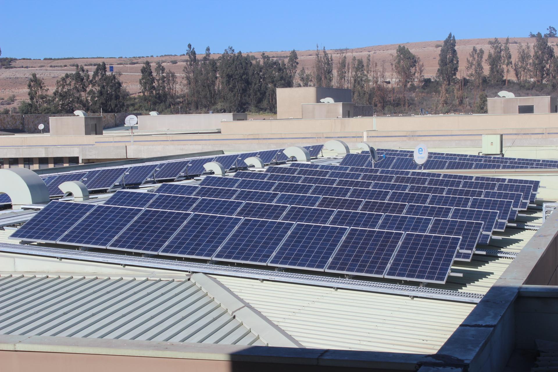 Hospital  implementa uso de energías limpias mediante sistemas fotovoltaicos