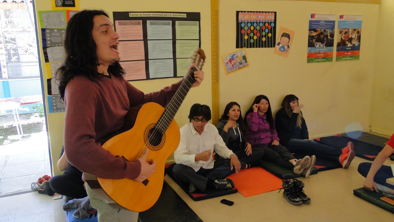 Escuela Luis Alberto Iriarte incorpora yoga a sus metodologías de enseñanza