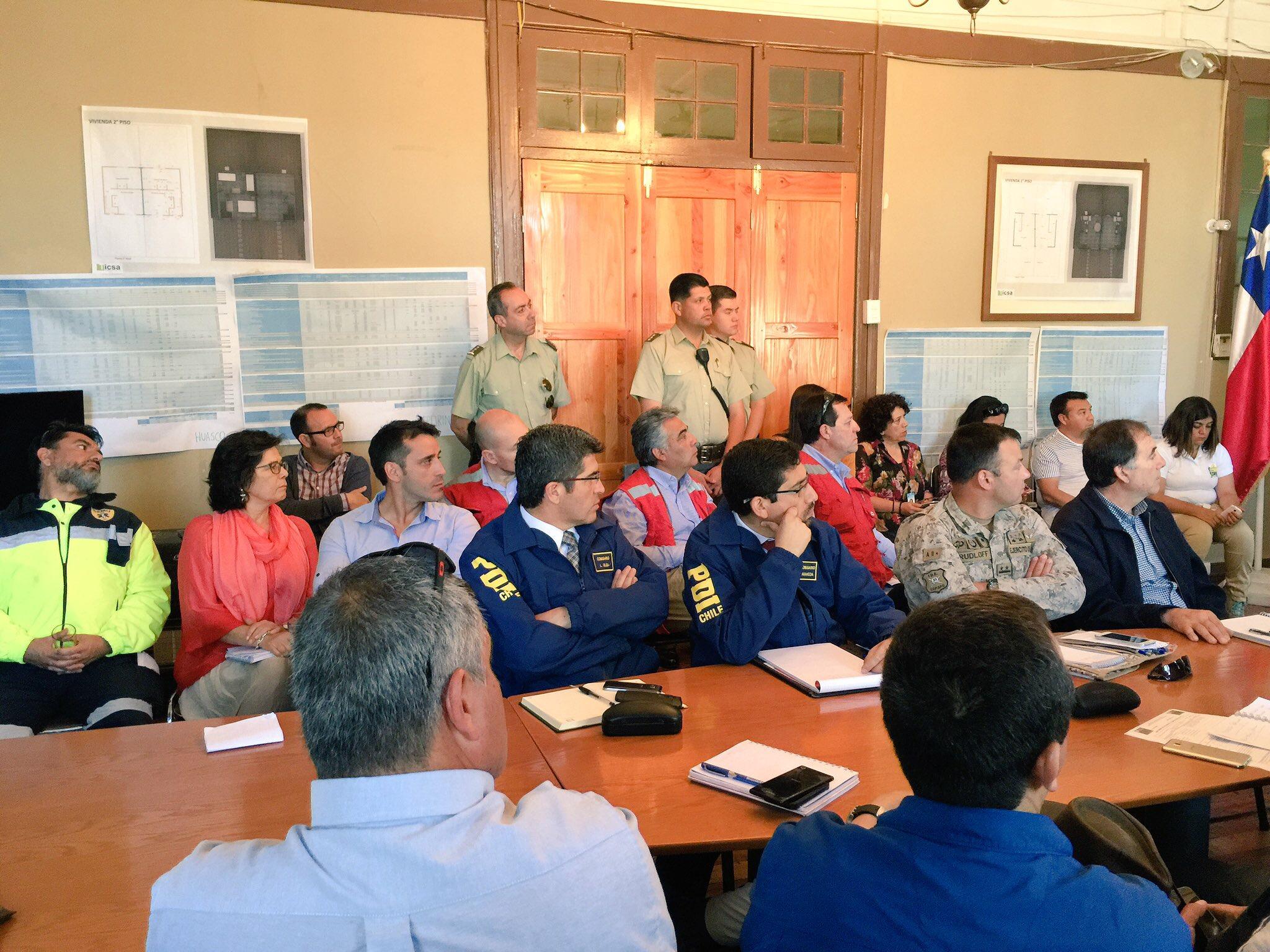 Gobierno coordina gestión para enfrentar emergencia por incendio en Vallenar