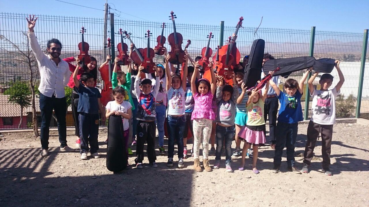 Niños y jóvenes forman la primera  Orquesta de Cuerdas de su sector