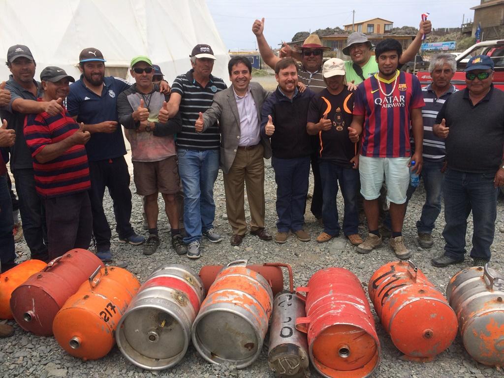 Pescadores artesanales de Chañaral de Aceituno recibieron 34 equipos de buceo gracias a fondos del Gobierno