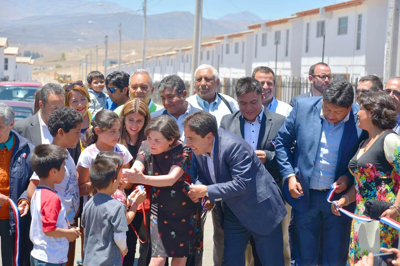 Ministra de Vivienda inaugura villa Salvador Allende en Vallenar