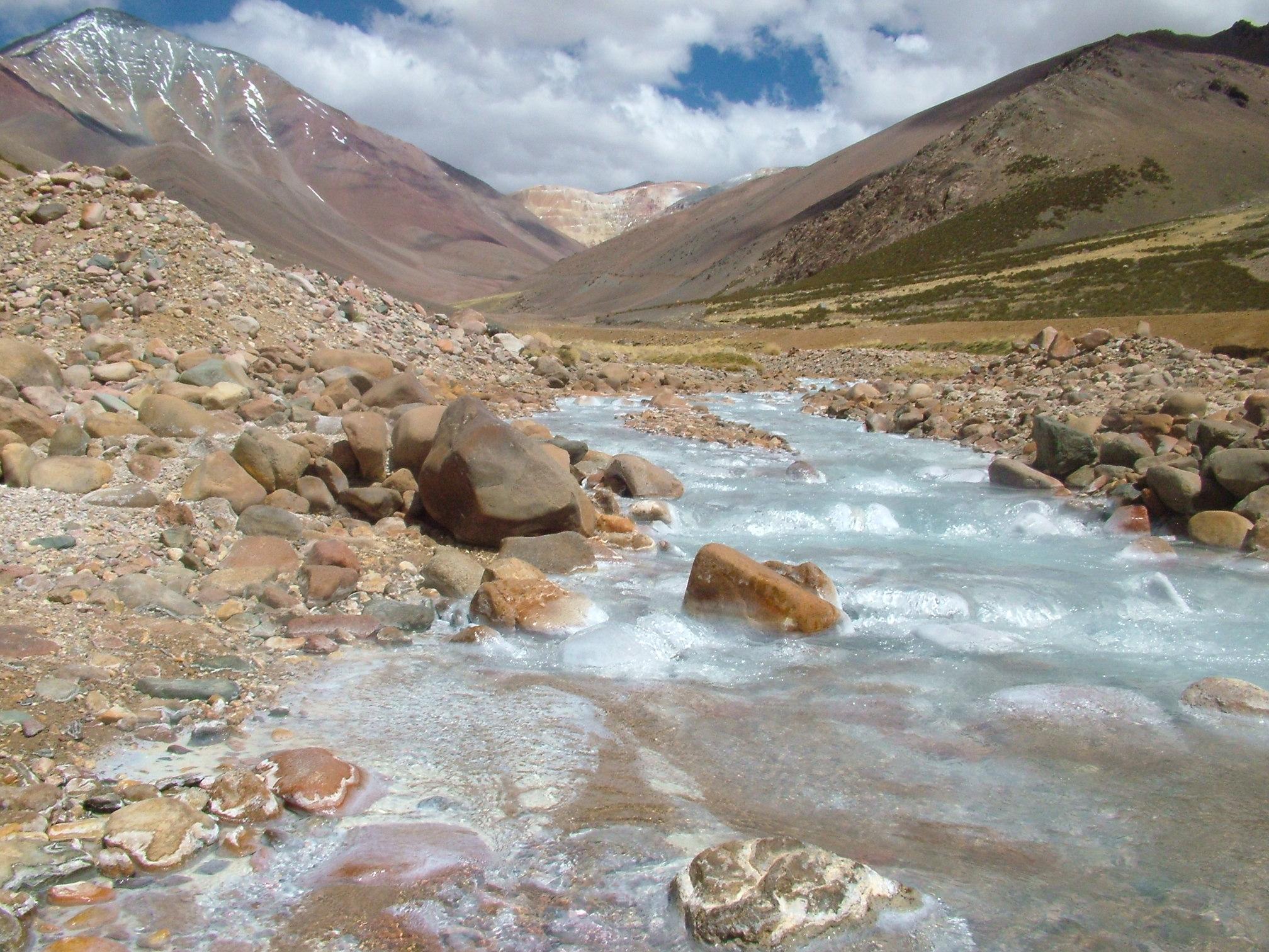 Denuncian supuesta contaminación de aguas del río por proyecto El Encierro