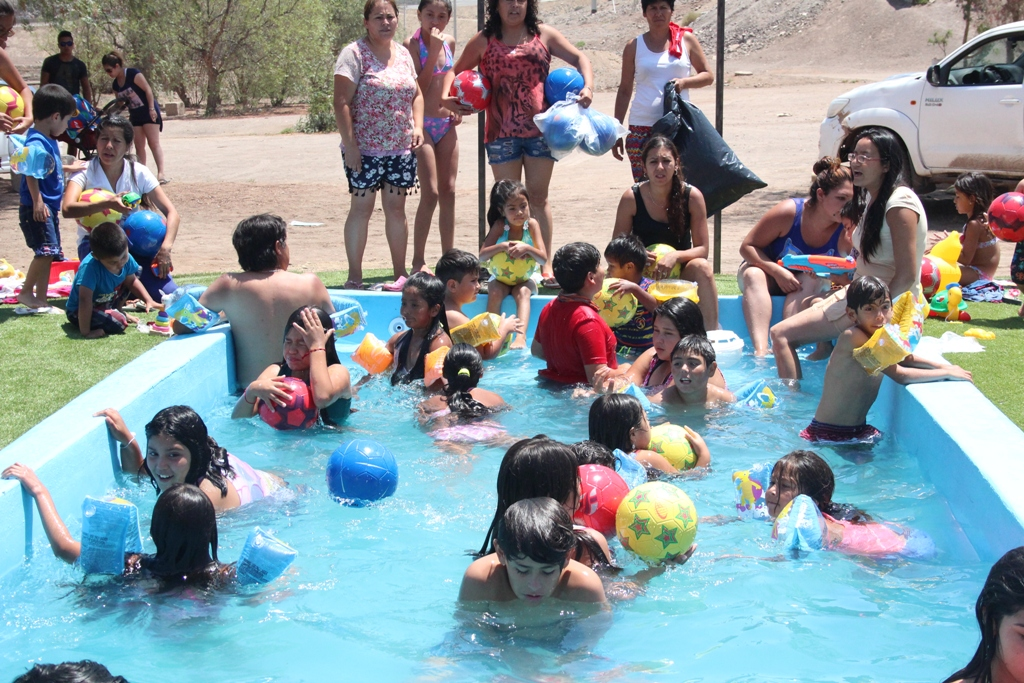 Niños y sus familias disfrutan de un refrescante verano en Incahuasi