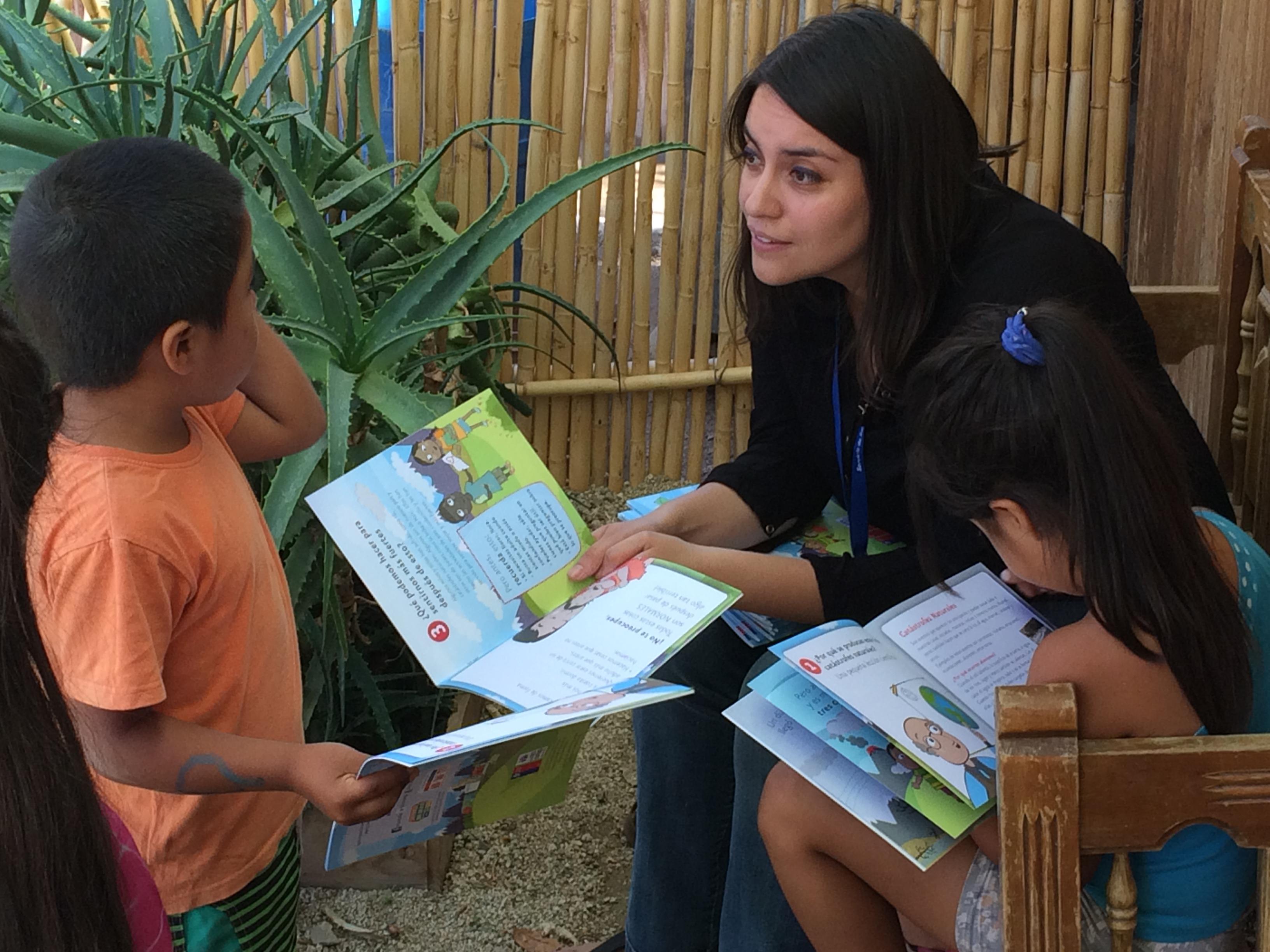 Profesionales de Salud Mental del HPH contaron cuentos a niños afectados por aluvión en Chollay