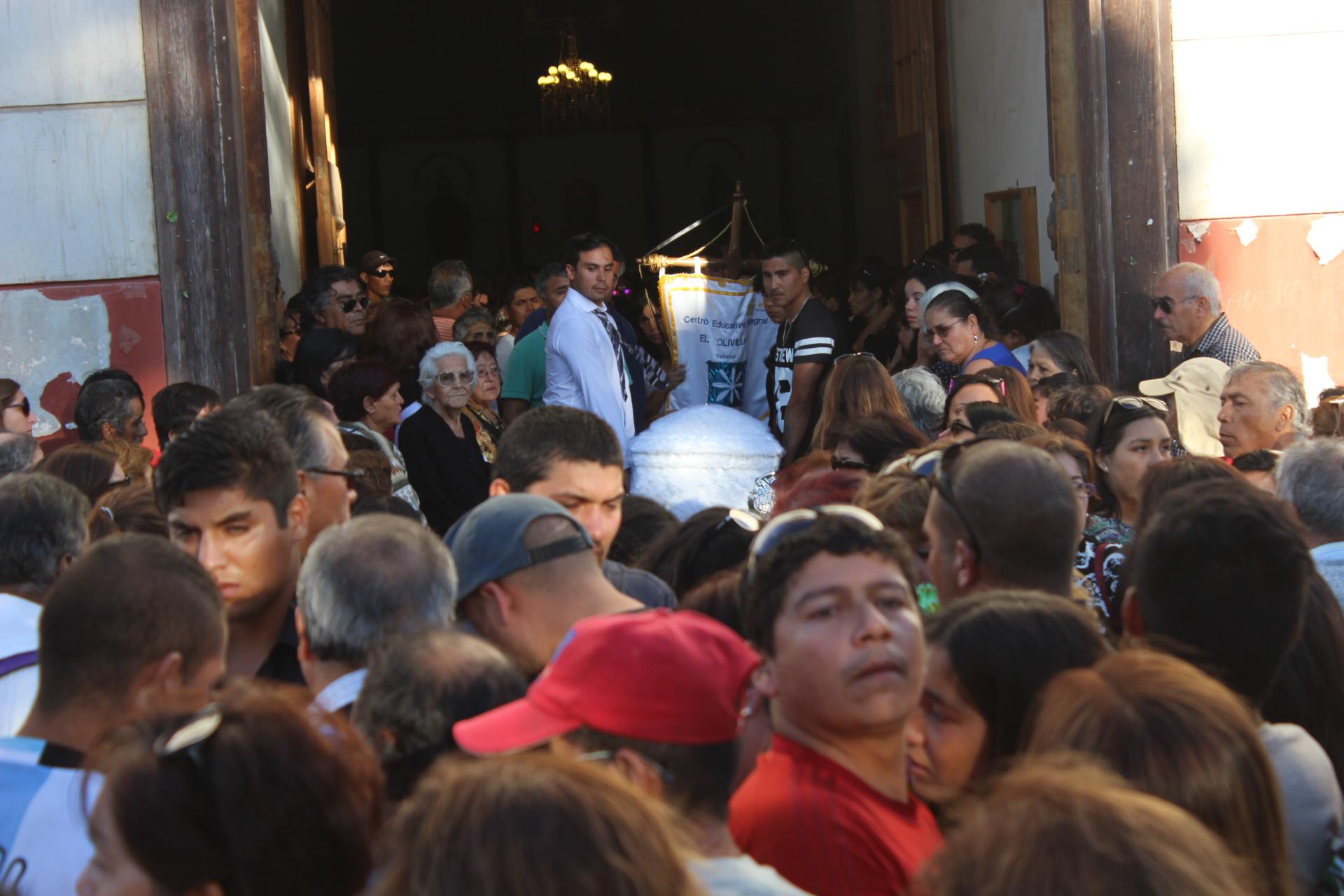 Pesar y tristeza en despedida de familia fallecida en incendio en Vallenar