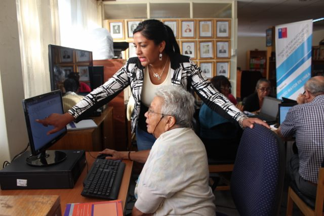 ONCE  ADULTOS MAYORES SE CAPACITARON EN BIBLIOTECA PÚBLICA  DE FREIRINA