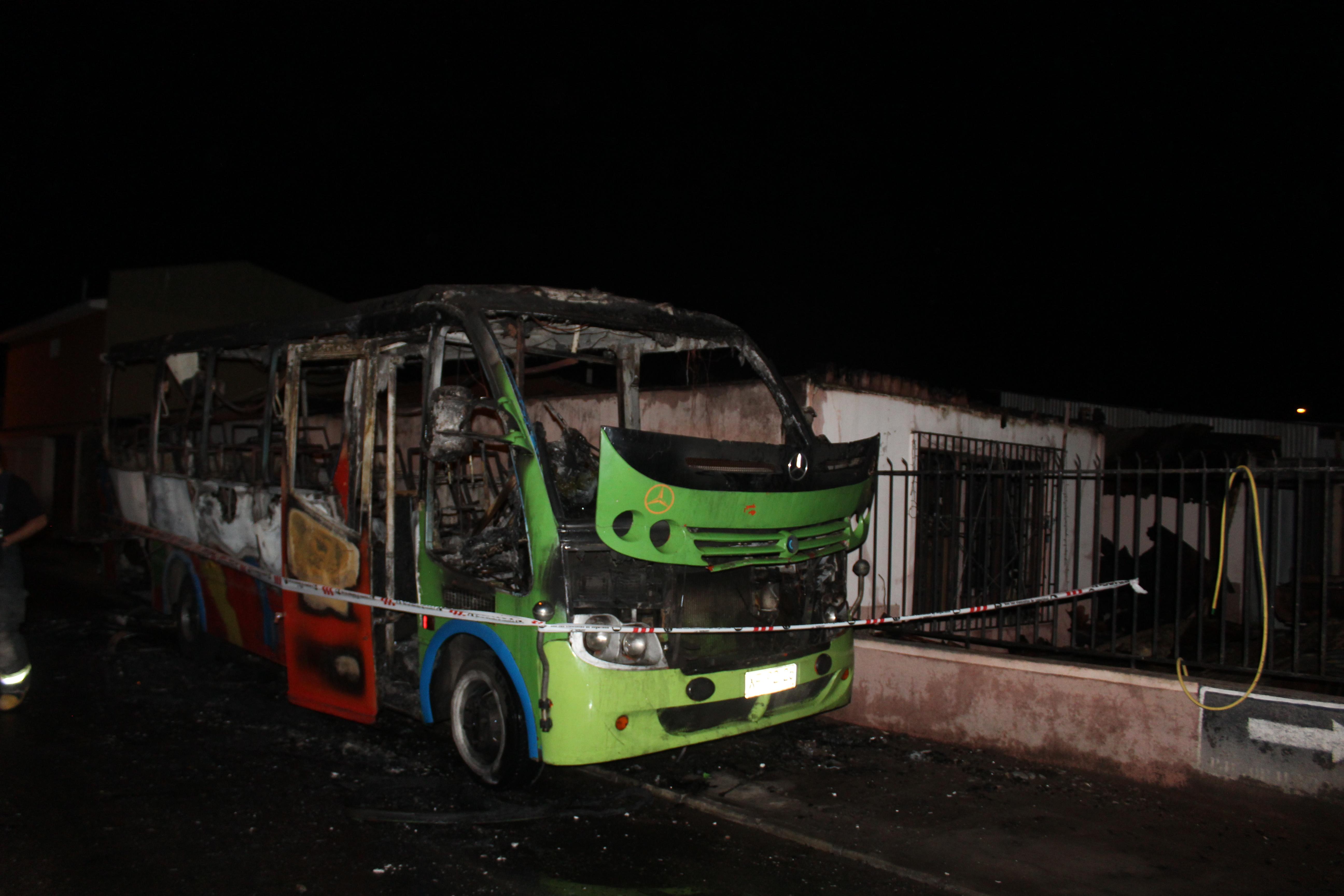 Incendio de minibús y vivienda deja cuatro damnificados en Vallenar