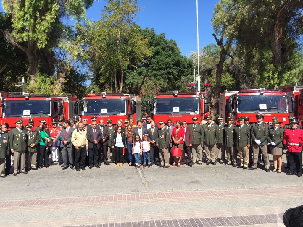 Entregan 10 carros contra incendios a Bomberos de la región