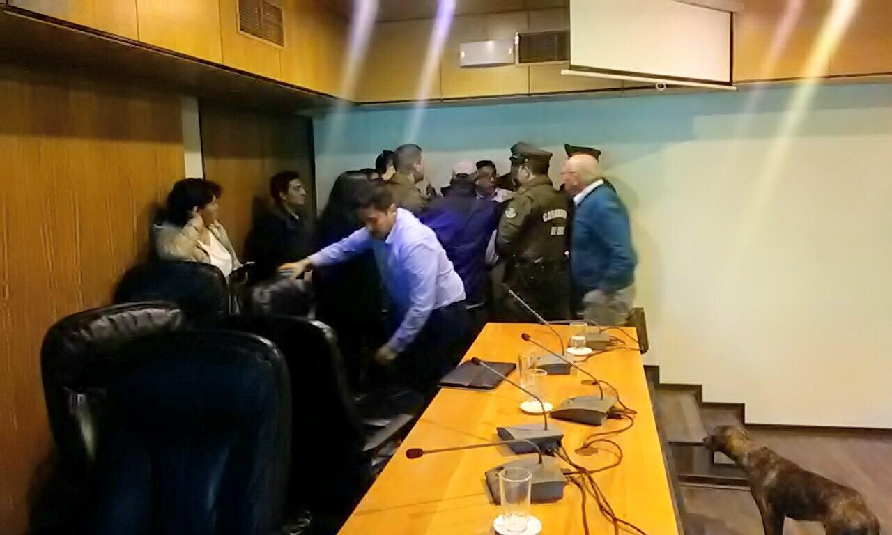 Consejero regional se querellará contra alcalde de Freirina ante supuesta agresión
