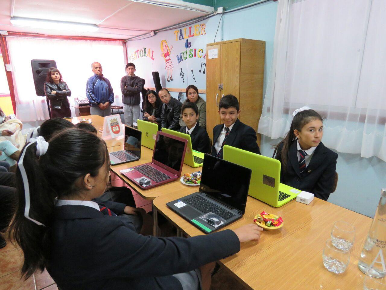 Entregan masiva de computadores con conectividad a estudiantes  de 7º básico de Huasco y Freirina
