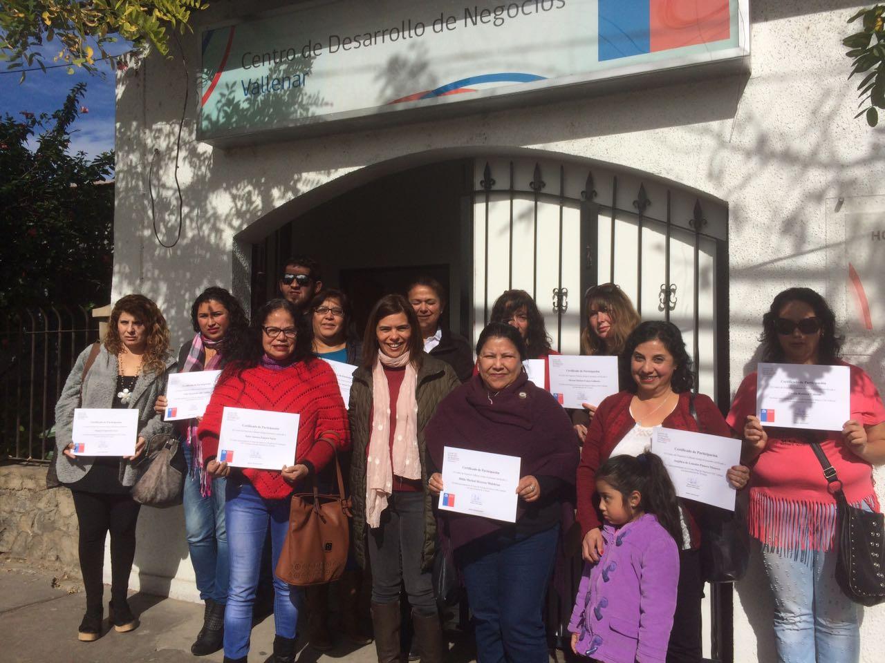 25 emprendedores de Vallenar se capacitaron en contabilidad y administración con el apoyo del Centro de Desarrollo de Negocios
