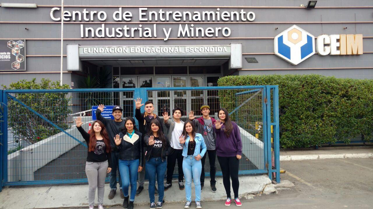 Jóvenes becados por minera Escondida concluyen con éxito programa de estudios