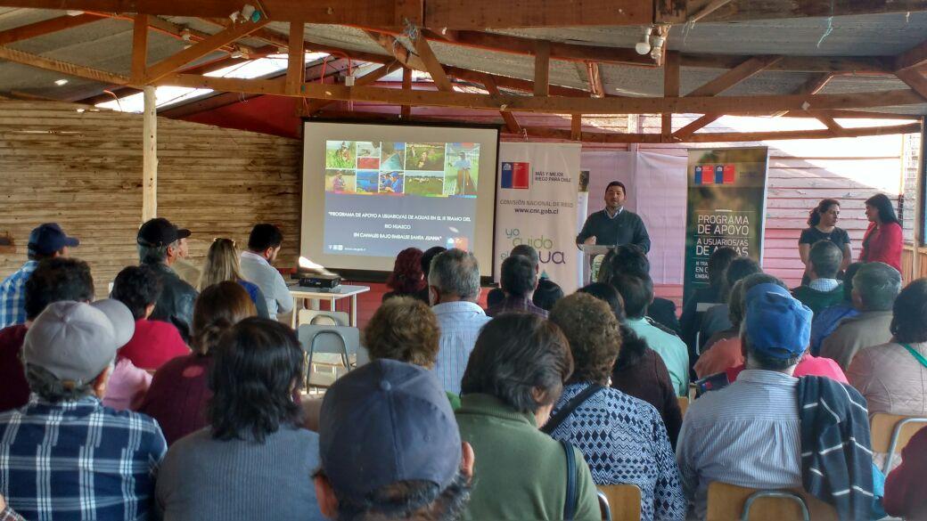 Agricultores participan en lanzamiento de programa del convenio de la CNR y el GORE Atacama que beneficiará a regantes bajo el embalse Santa Juana