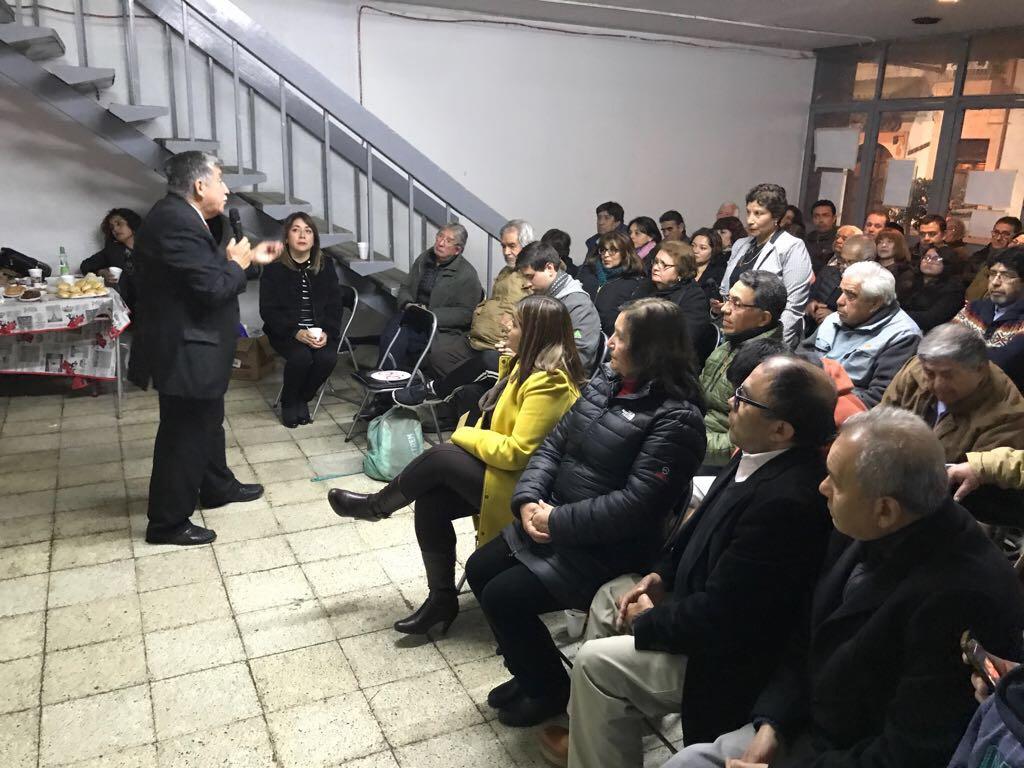 Profesor Roberto Alegría dicta charla sobre Desierto Florido