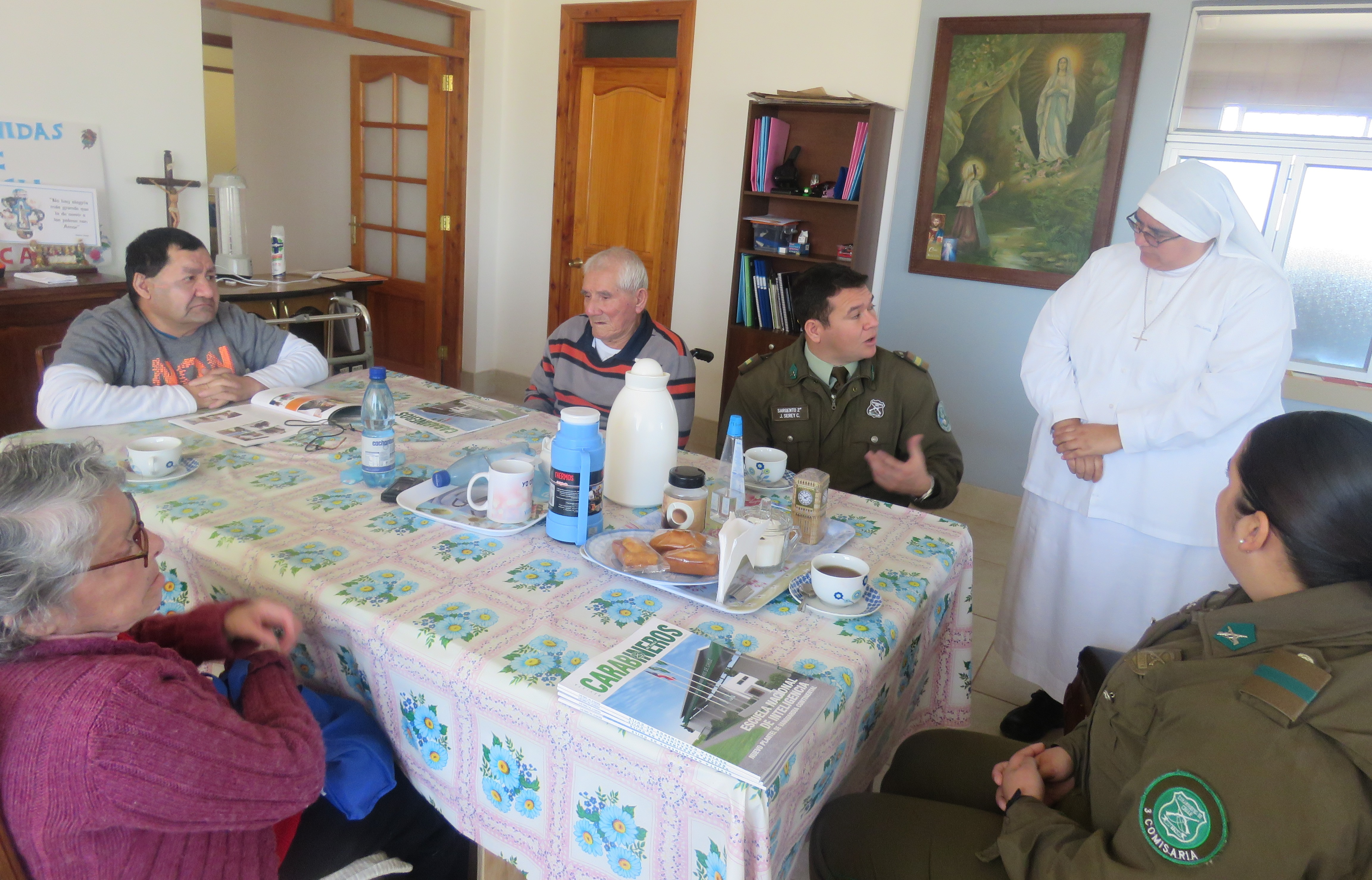Carabineros visita hogar de ancianos en Vallenar