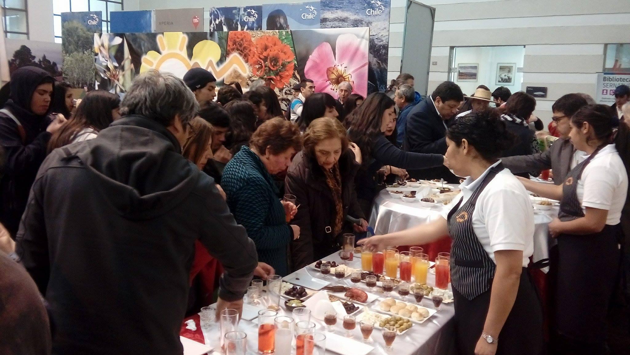 1500 visitantes habría llegado exposición de expositores locales en Santiago