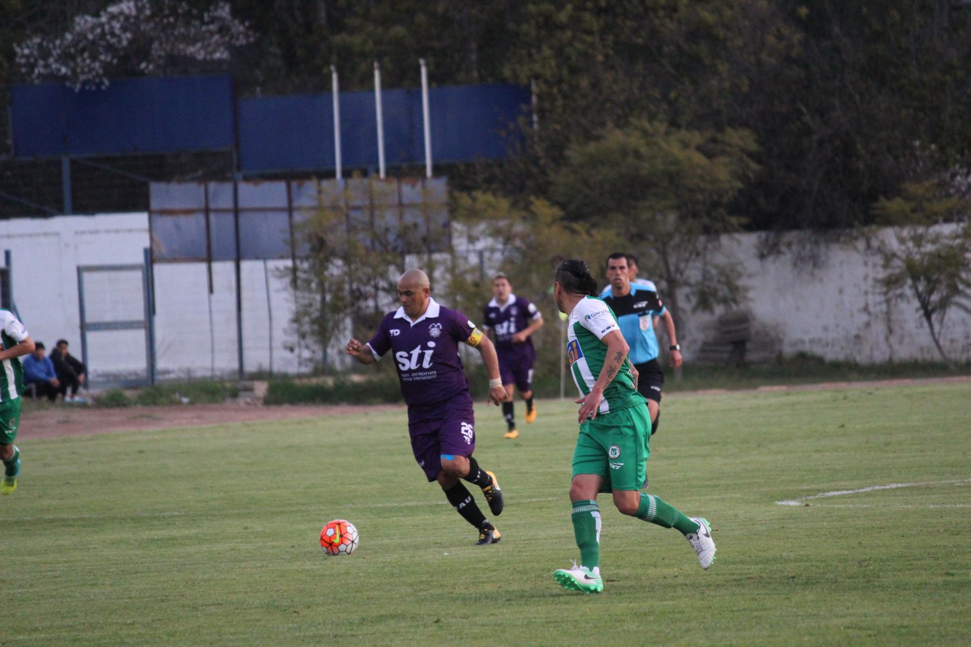 """""""Chupete"""" Suazo no impidió que Deportes Vallenar siga en la punta del torneo (Fotos)"""
