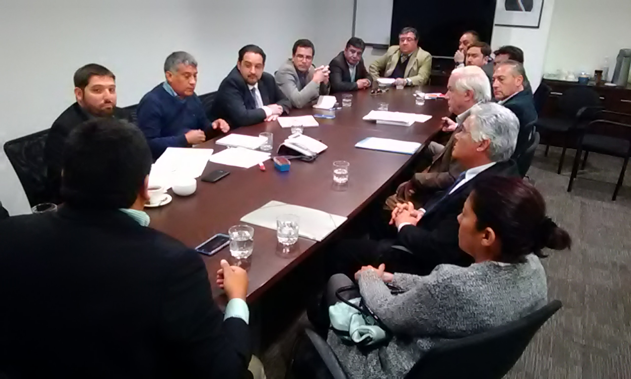 Autoridades y microempresarios de Vallenar se reúnen con ministro de Economía para buscar solución a incumplimiento de Inter Chile