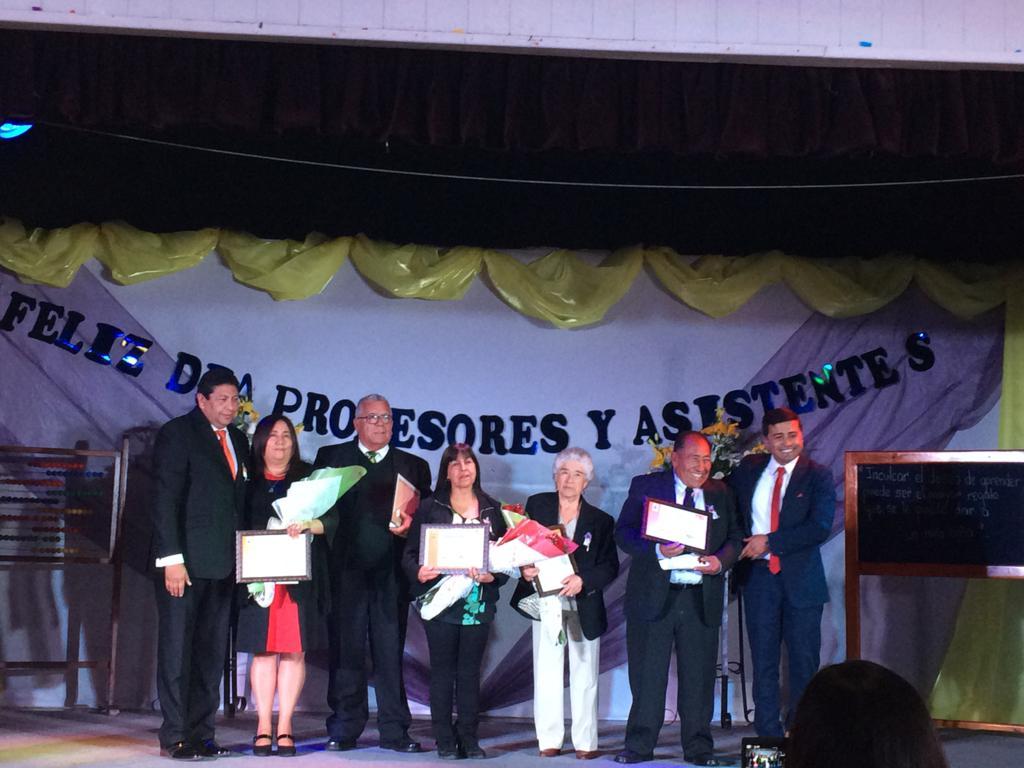 Profesores y asistentes de educación reciben homenaje en Vallenar