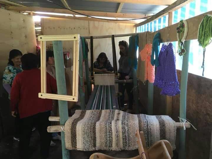 Palo plantado es la técnica de tejido a telar que busca rescatar un grupo de mujeres de Las Breas
