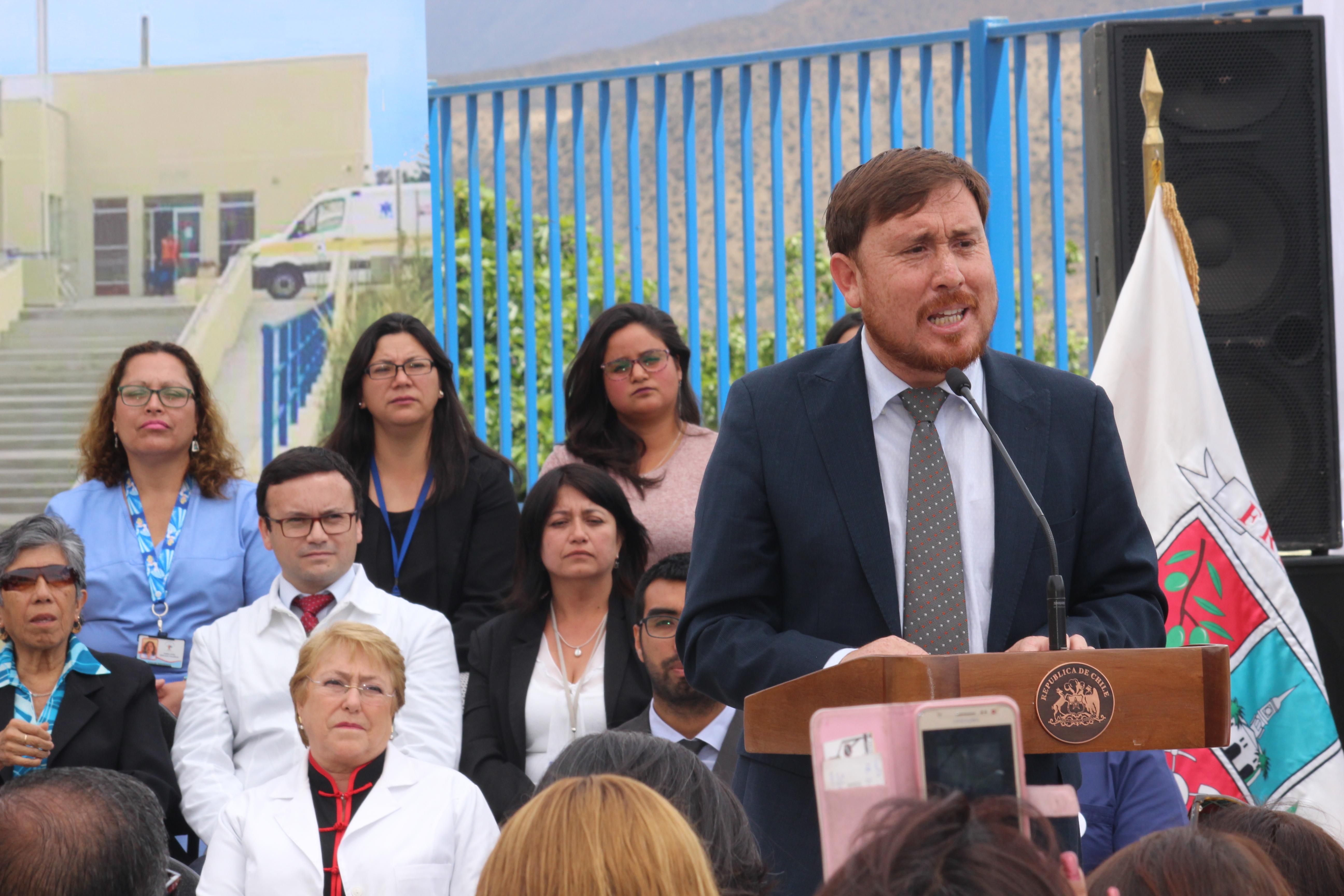 Alcalde de Freirina lanza dura crítica a Piñera en acto encabezado por presidenta Bachelet