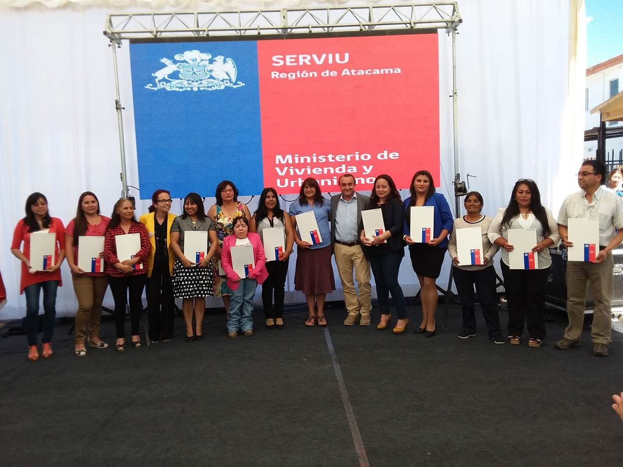 Subsecretario Minvu encabezó entrega de escrituras a 141 familias de Vallenar que ahora son dueños de sus viviendas