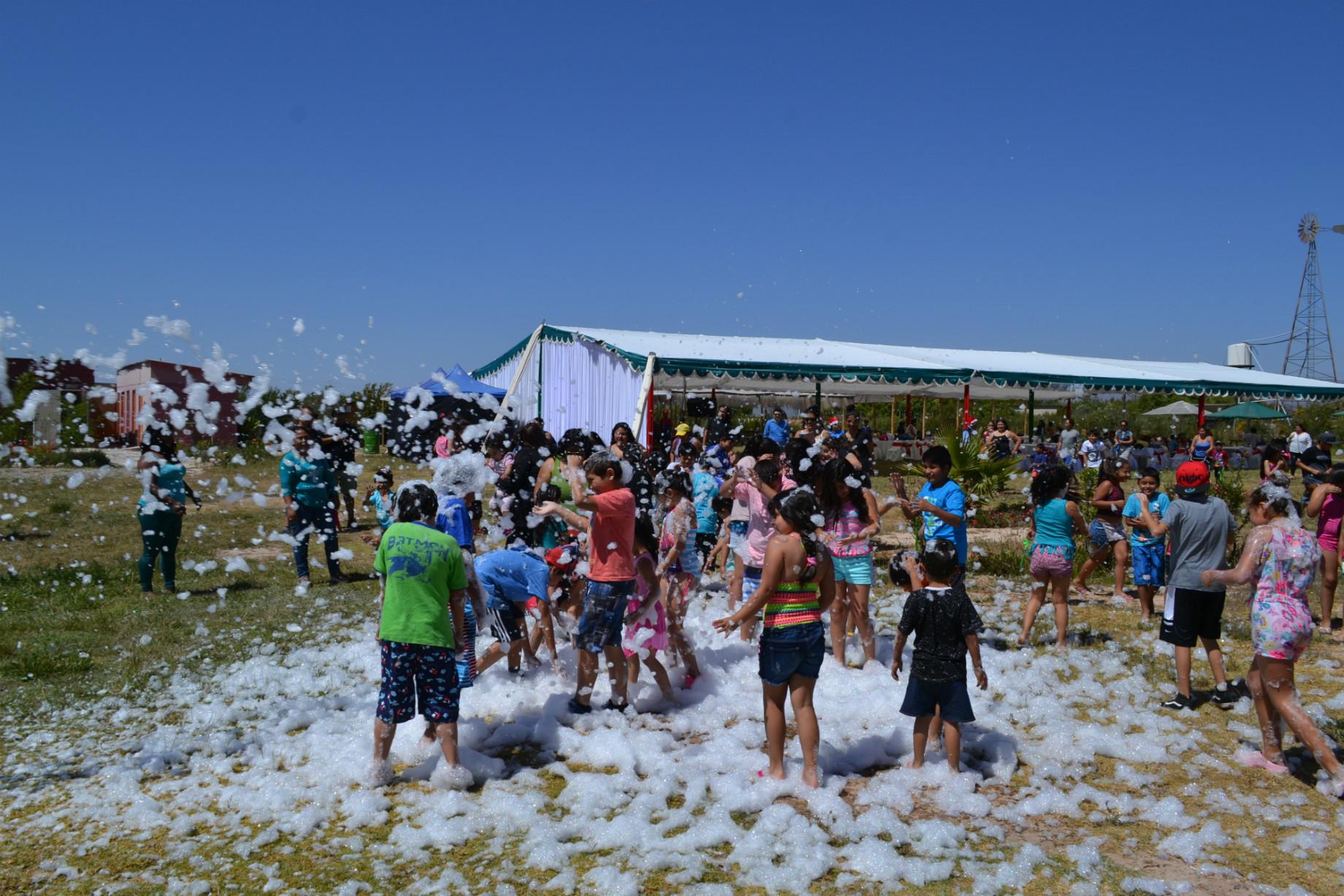 """Trabajadores  de Guacolda celebraron una """"navidad con sentido"""" con 120 niños de Huasco"""
