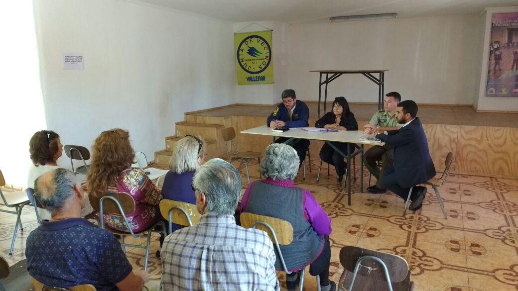 Vecinos se organizan con autoridades para abordar temas de seguridad pública