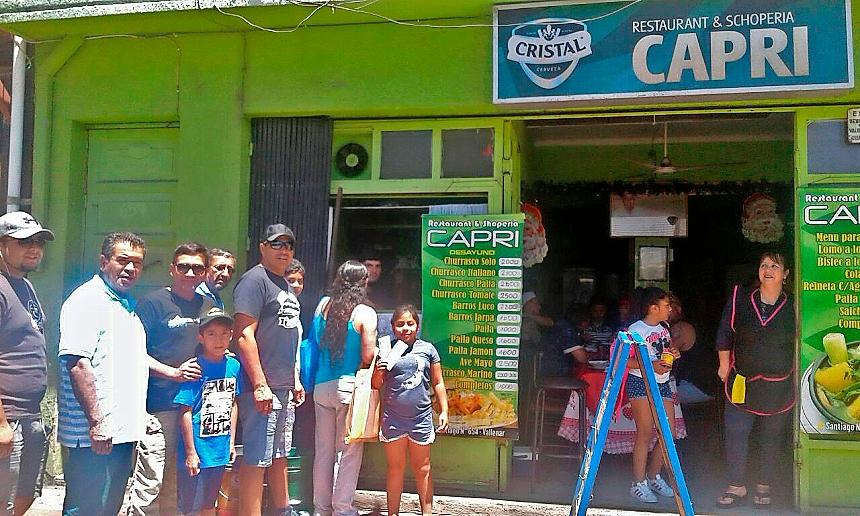 Vallenarinos hacen fila para comprar entradas para trascendental partido de Deportes Vallenar