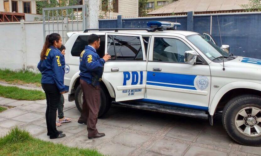 Detectives detienen a menor de edad con dos cuchillos en plena vía pública en Vallenar