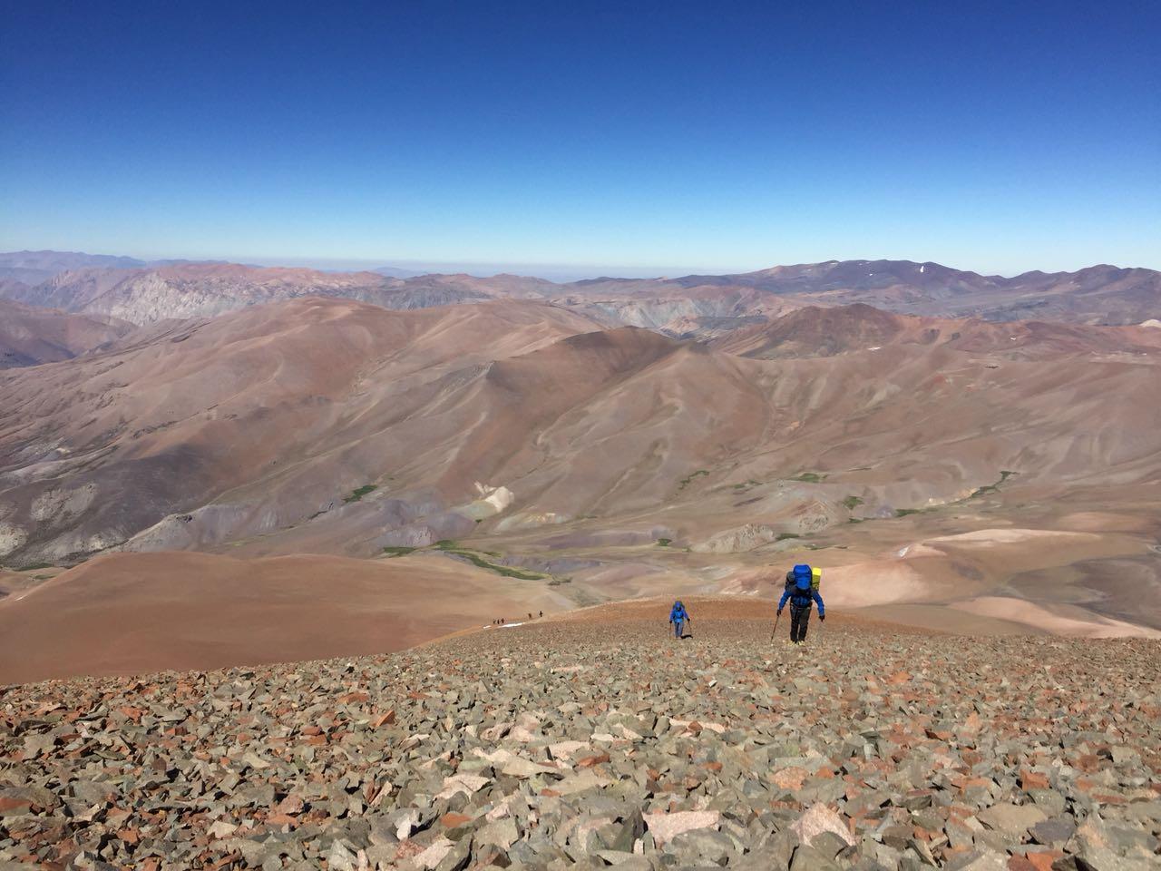 Grupo de Montañismo logra ascenso a alta cumbre de la cordillera huasquina
