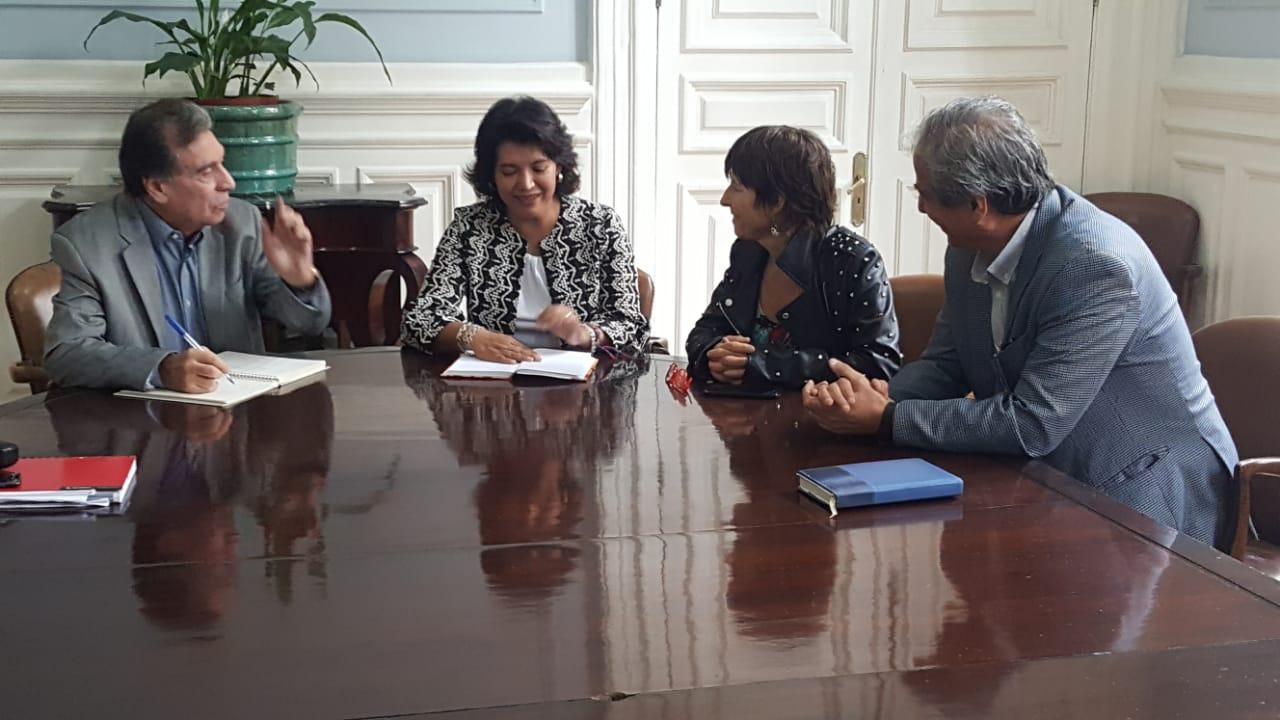 Provoste emplaza a ministro Varela a poner urgencia a proyecto que sanciona con cárcel el lucro en la educación